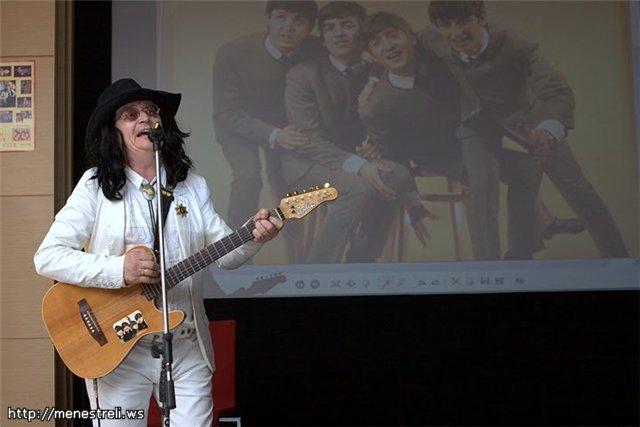 Валерий Ярушин в образе Джона Леннона